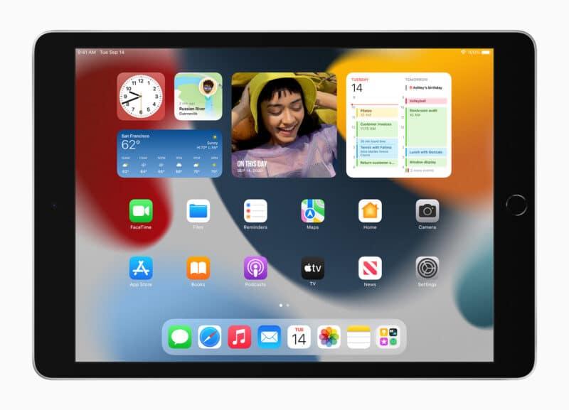 iPad de 10,2 polegadas (nona geração) com a tela inicial do iPadOS 15