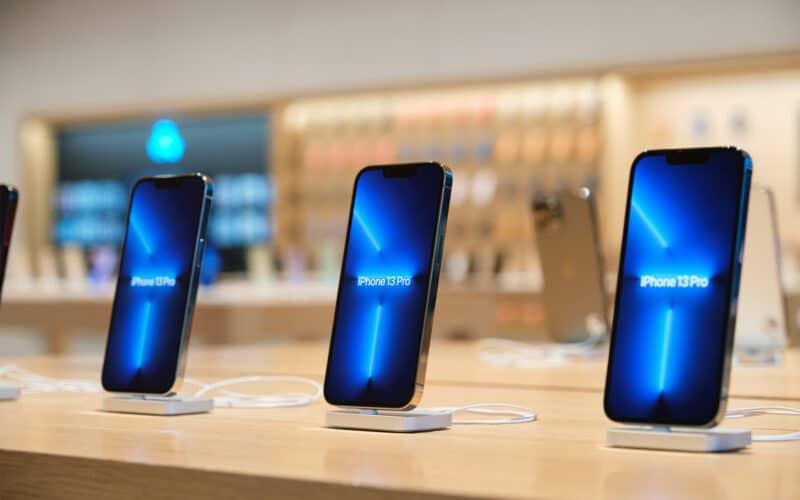 iPhones 13 Pro em loja da Apple