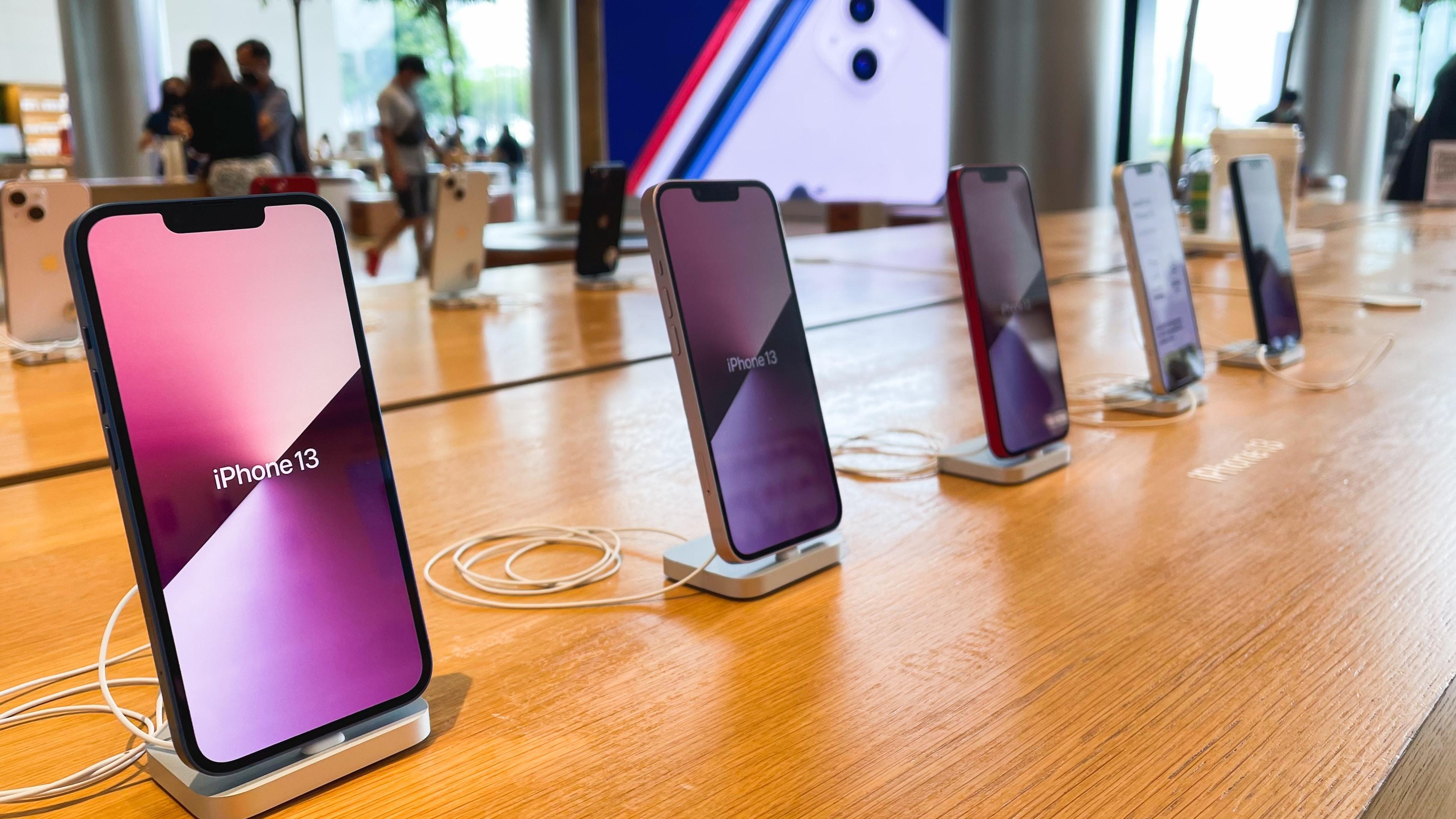 iPhones 13 à venda em Apple Store na Tailândia