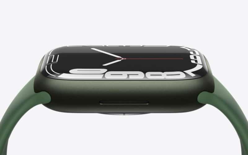 Apple Watch Series 7 de lado, na cor verde